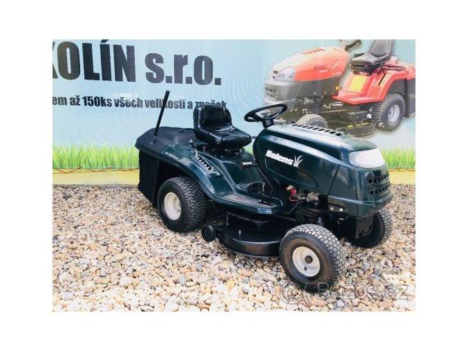 zahradní traktor bolens 18 hp tmavě zelené barvy s velkými koly u plachty traktory kolín