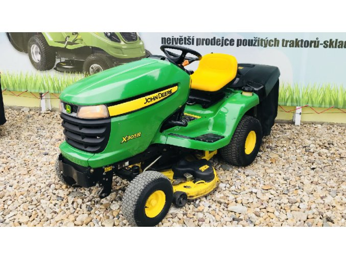 zahradní traktor john deere x305r zelené barvy u plachty traktory kolín