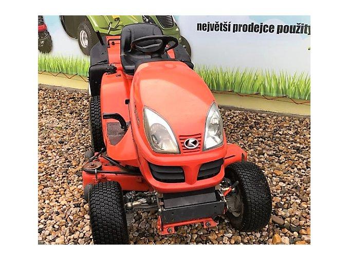profi zahradní traktor kubota gr 2100 oranžové barvy před plachtou traktory kolín