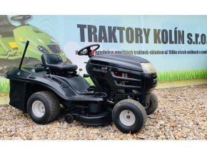 zahradní traktor mtd black line černé barvy před plachtou traktory kolín
