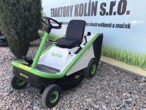 profi zahradní traktor etesia bahia rider zeleno-bílé barvy před plachtou traktory kolín