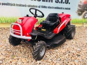 profi zahradní traktor seco crossjet s uzávěrou červené barvy před plachtou traktory kolín