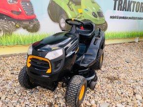 zahradní traktor mc culloch černé barvy před plachtou traktory kolín
