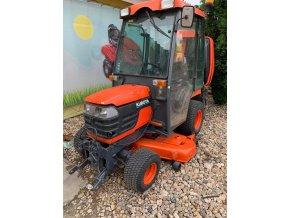 profi zahradní traktor kubota bx2350 oranžové barvy s kabinou pro řidiče