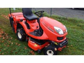 profi zahradní traktor kubota gr 1600 oranžové barvy na trávníku