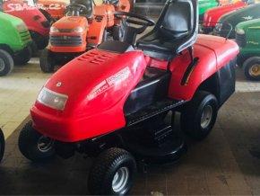 zahradní traktor wisconsin riviera w2900 červené barvy v hale