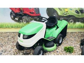zahradní traktor viking 16/102 zeleno-bílé barvy před plachtou traktor kolín