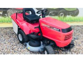 zahradní traktor honda hf 2417 červené barvy u plachty traktory kolín