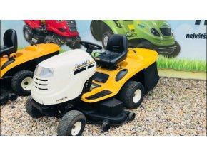 zahradní traktor cub cadet žluto-bílé barvy u plachty traktory kolín