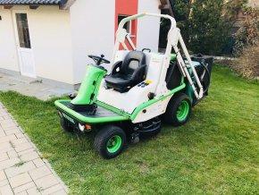 profi zahradní traktor etesi s uzávěrou diferenciálu zeleno-bílé barvy na trávníku před domem