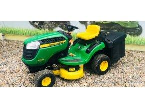 zahradní traktor john deere x 135r zelené barvy u plachty traktory kolín