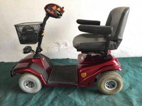elektrický vozík červený