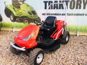 profi zahradní traktor seco crossjet 4x4 červené barvy před plachtou traktory kolín