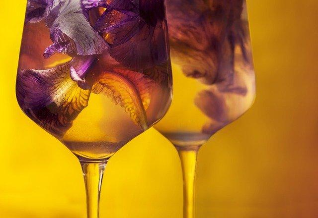 Bylinková vína: letní úroda nejen do nápojů