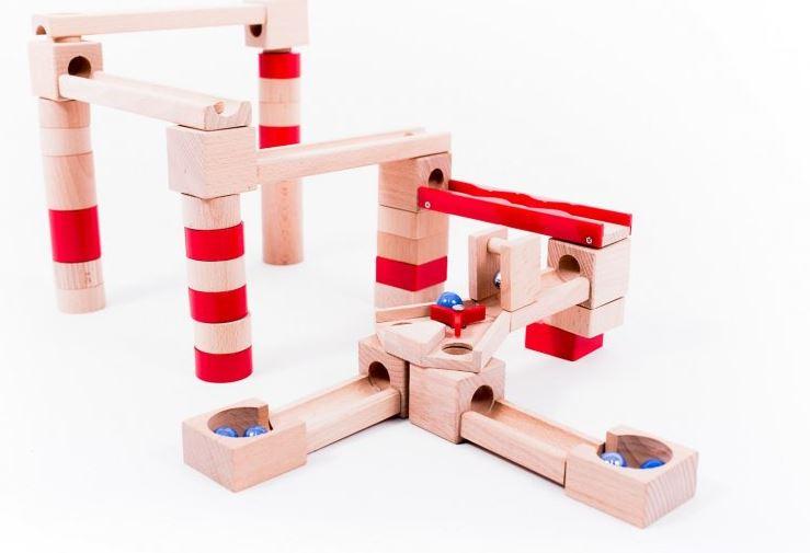 Kuličková dráha ze dřeva: Do nekonečna kreativní hračka!