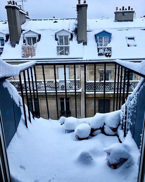 balcony-3250087_640