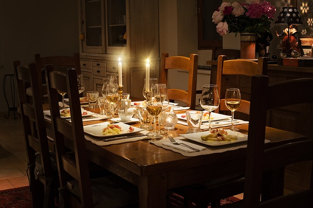 dinner-table-1433494_640