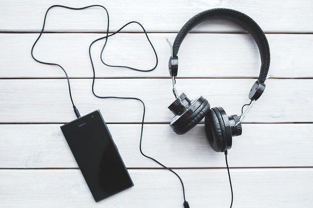 headphones-791078_640