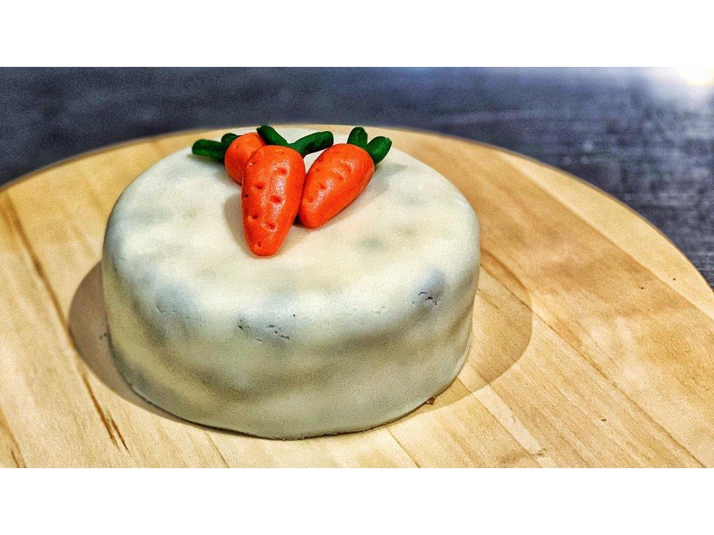 Mrkvový dort s marcipánem