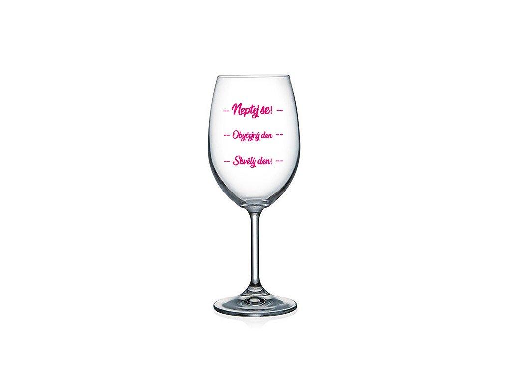 Vtipná sklenice na víno s potiskem Neptej se - Obyčejný den - Skvělý den