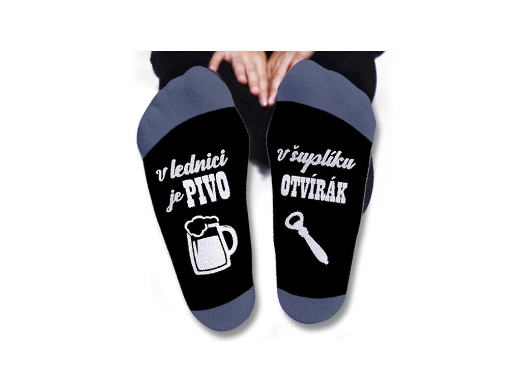 Vtipné ponožky pánské Vlednici je pivo. Všuplíku otvírák.