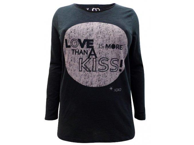 černé tričko s nápisem LOVE