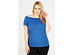 modré tričko s lodičkovým výstřihem