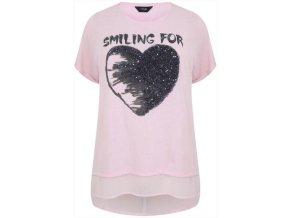 růžové tričko se srdcem
