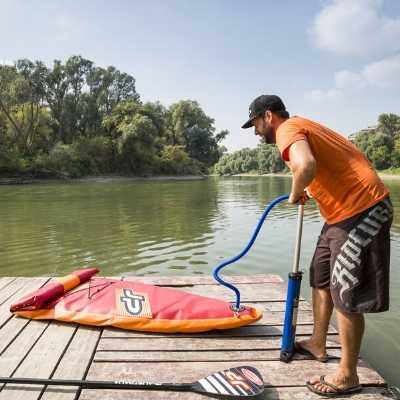 Foukání paddleboardu