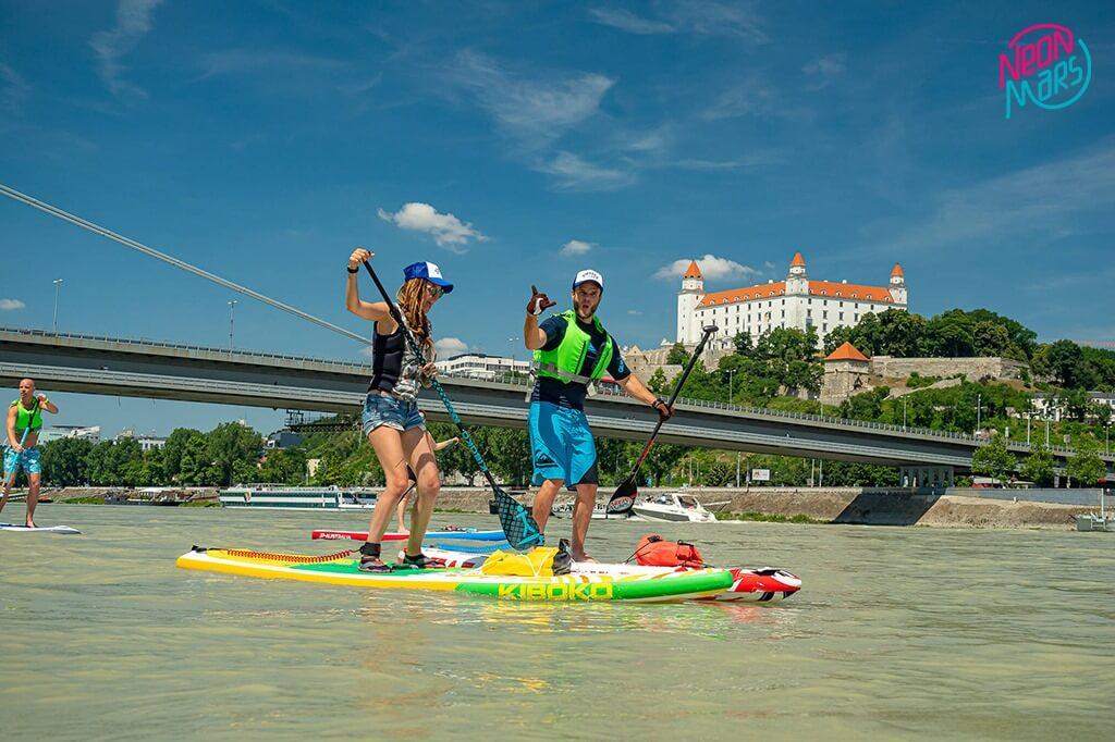 neonmars-zazi-super-leto-na-paddleboarde-5-must-have-zazitkov-Bratislava