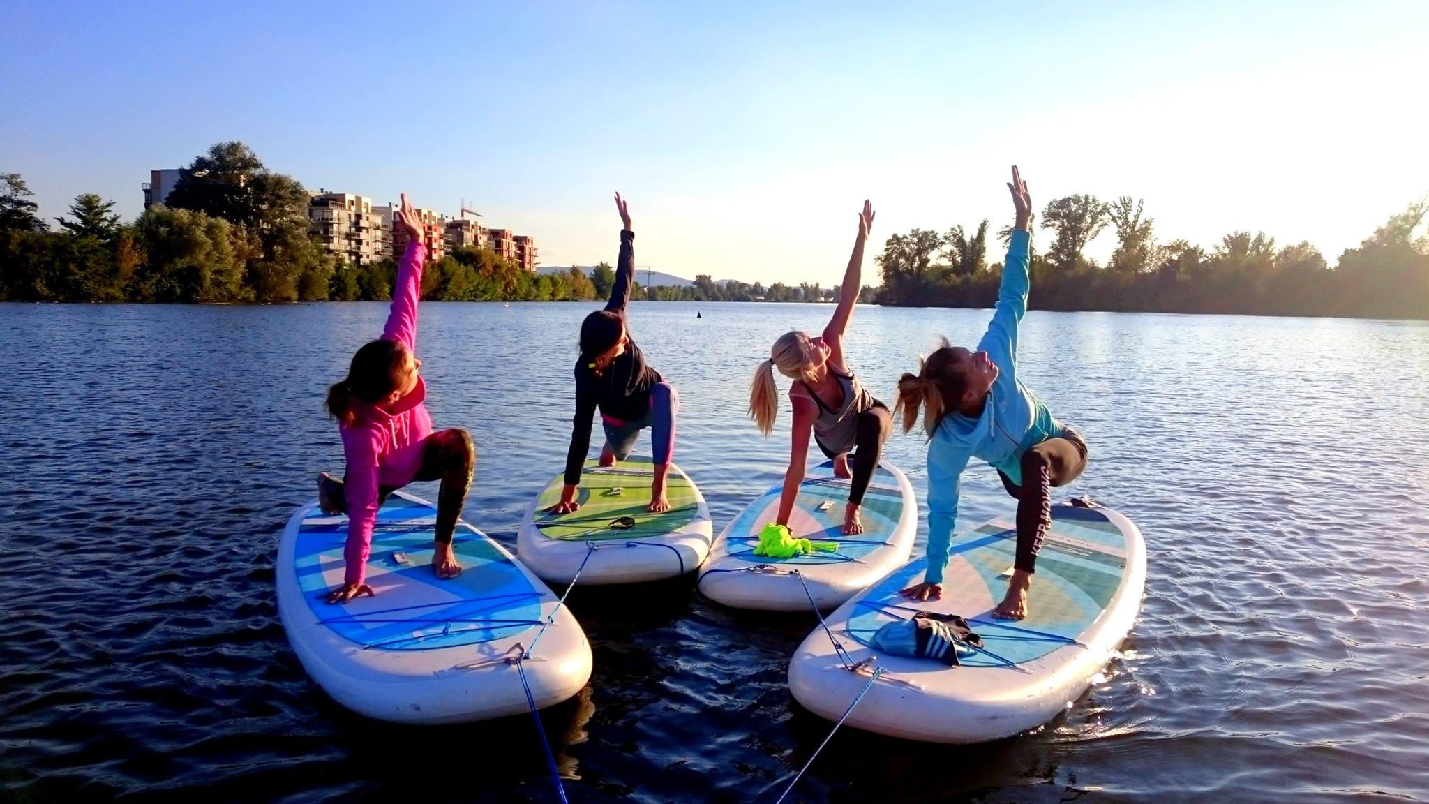 joga-na-paddleboarde-neonmars-5