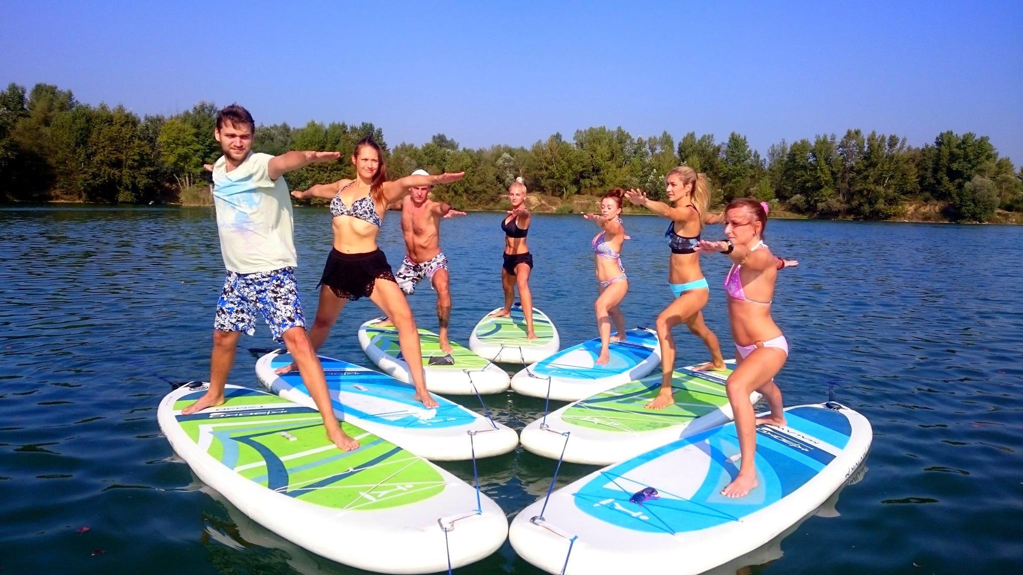 joga-na-paddleboarde-neonmars-7