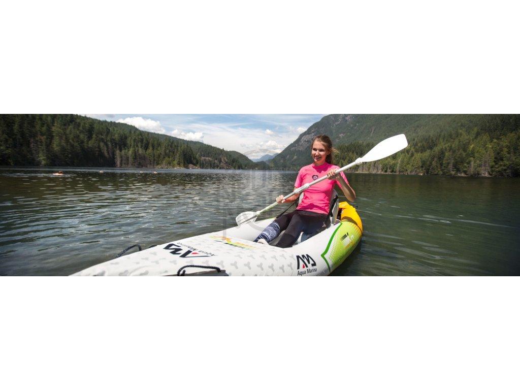 6806e3e132 ... Nafukovaci kajak Aqua Marina Betta HM 1 pre 1 osobu na vode v pohybe ...