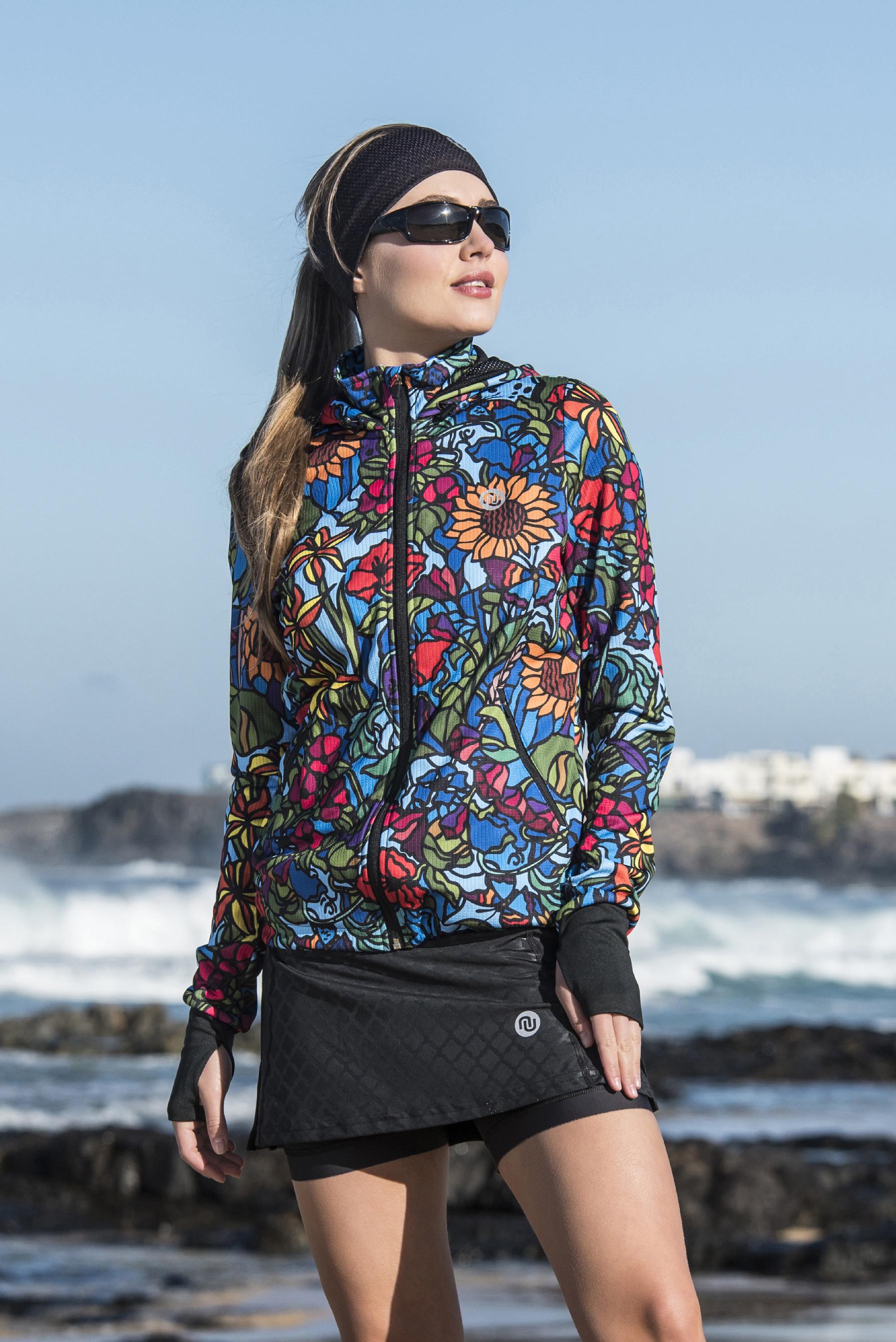 Levně Celorozepínací dámská bunda s kapucí HRDK-11M4 - Mosaic Flora Velikost: XS