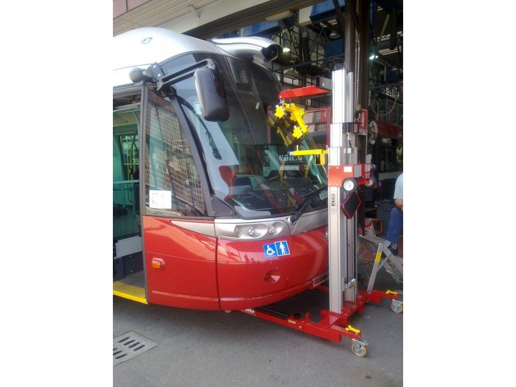 Pojízdný manipulátor pro montáž skel autobusů FM-EVO-3500TS