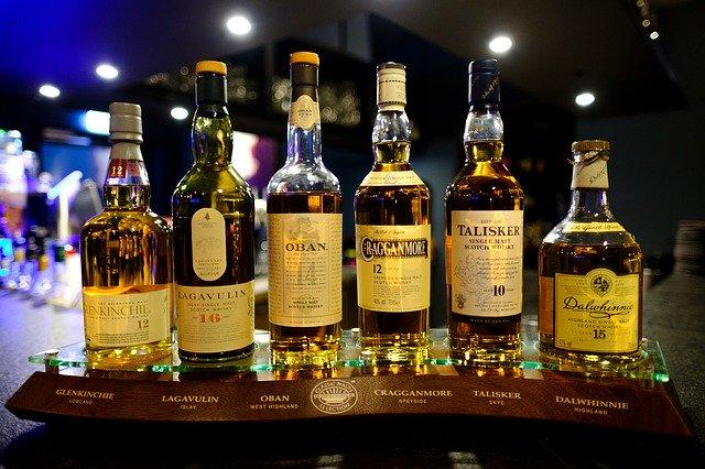 Nenechajte sa oklamať farbou: ako môže vyzerať kvalitná whisky?