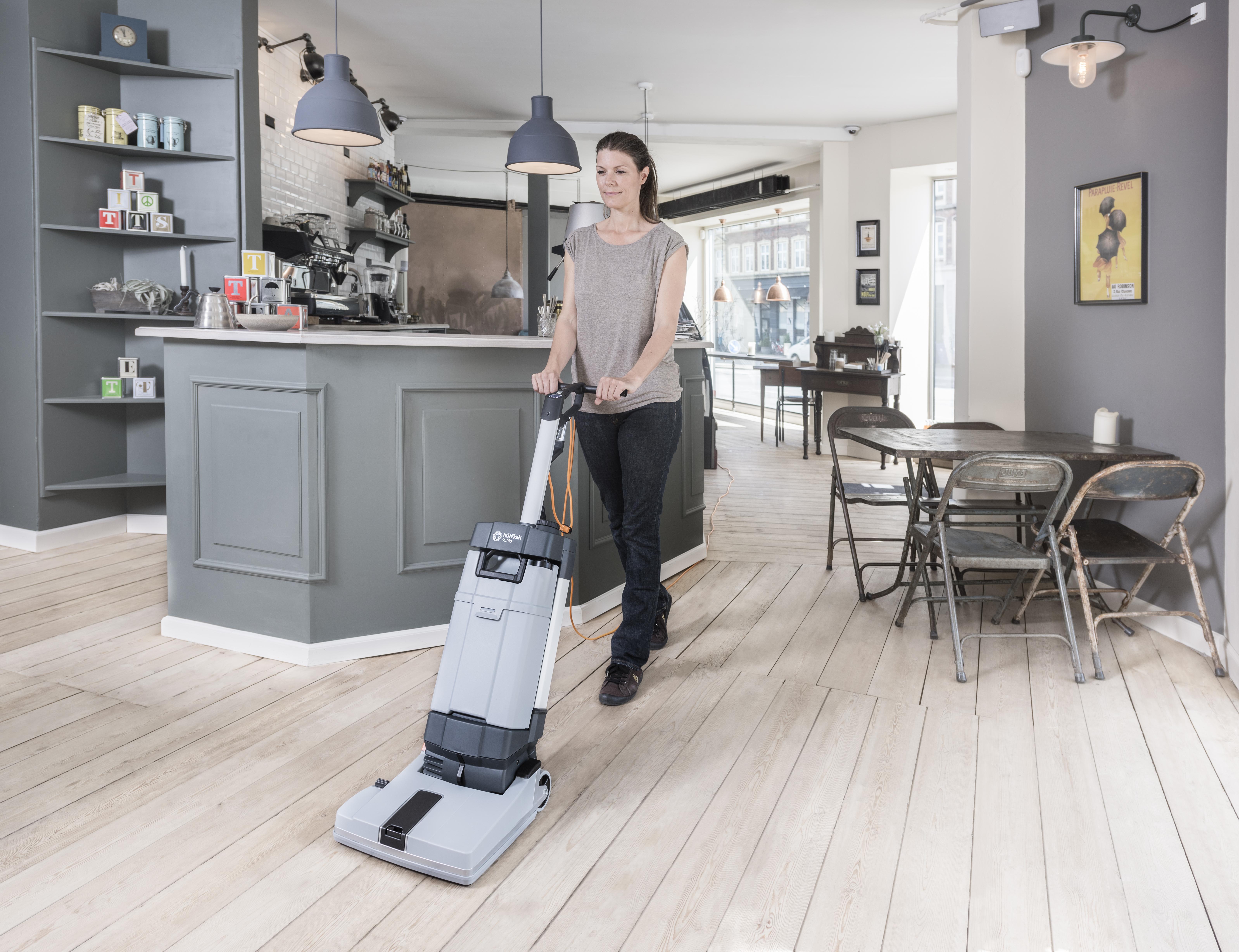 SC100  Vertikální podlahový mycí stroj – mistr v úklidu malých ploch