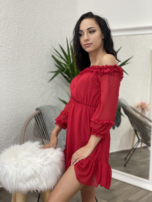 Šaty se spadlými rameny červené