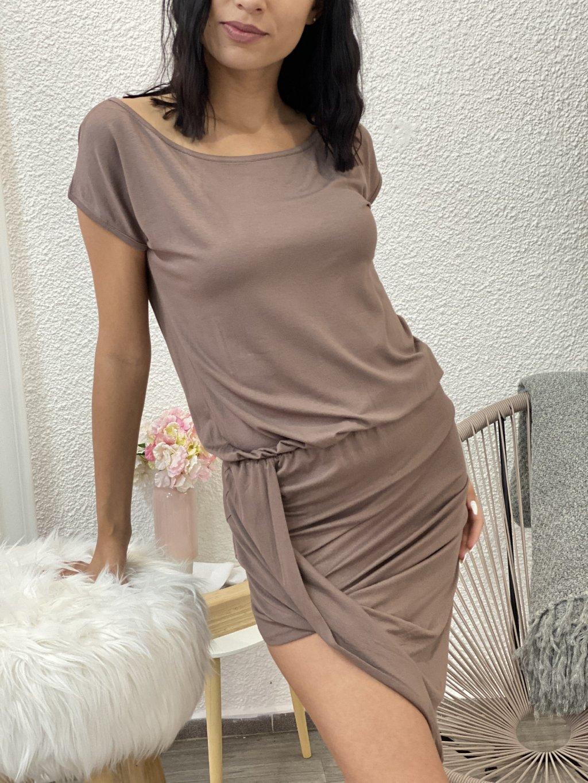 Šaty asymetrické s krátkým rukávem hnědé