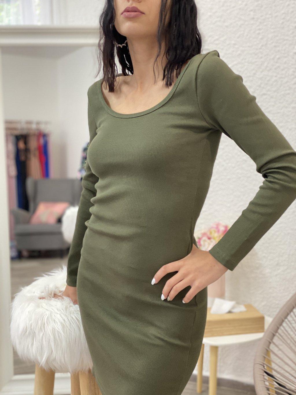Šaty basic s kulatým výstřihem khaki