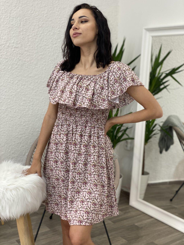 Šaty se spadlými rameny květované pudrová