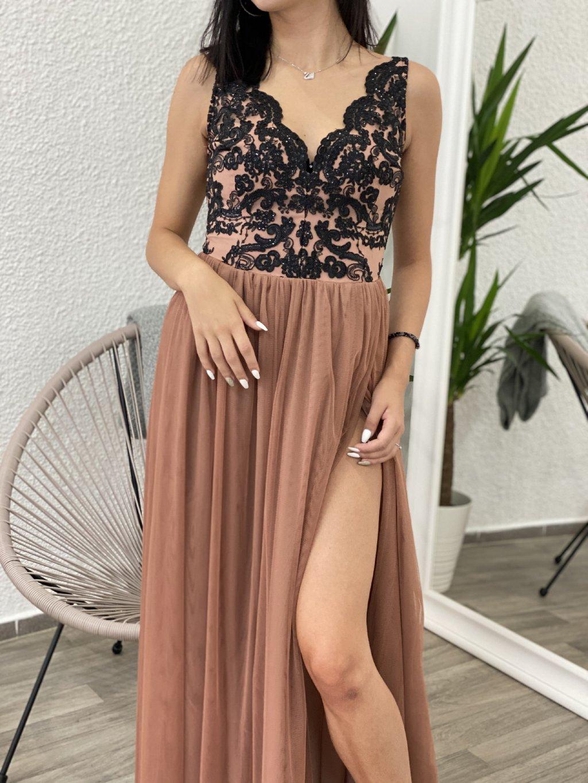 Šaty dlouhé s rozparkem Chiara cappuccino-černé