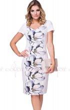 Elegantní béžové šaty pro plnoštíhlé