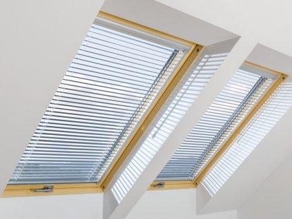 10207 zaluzie ajp i fakro 78 x 140 cm na stresni okno