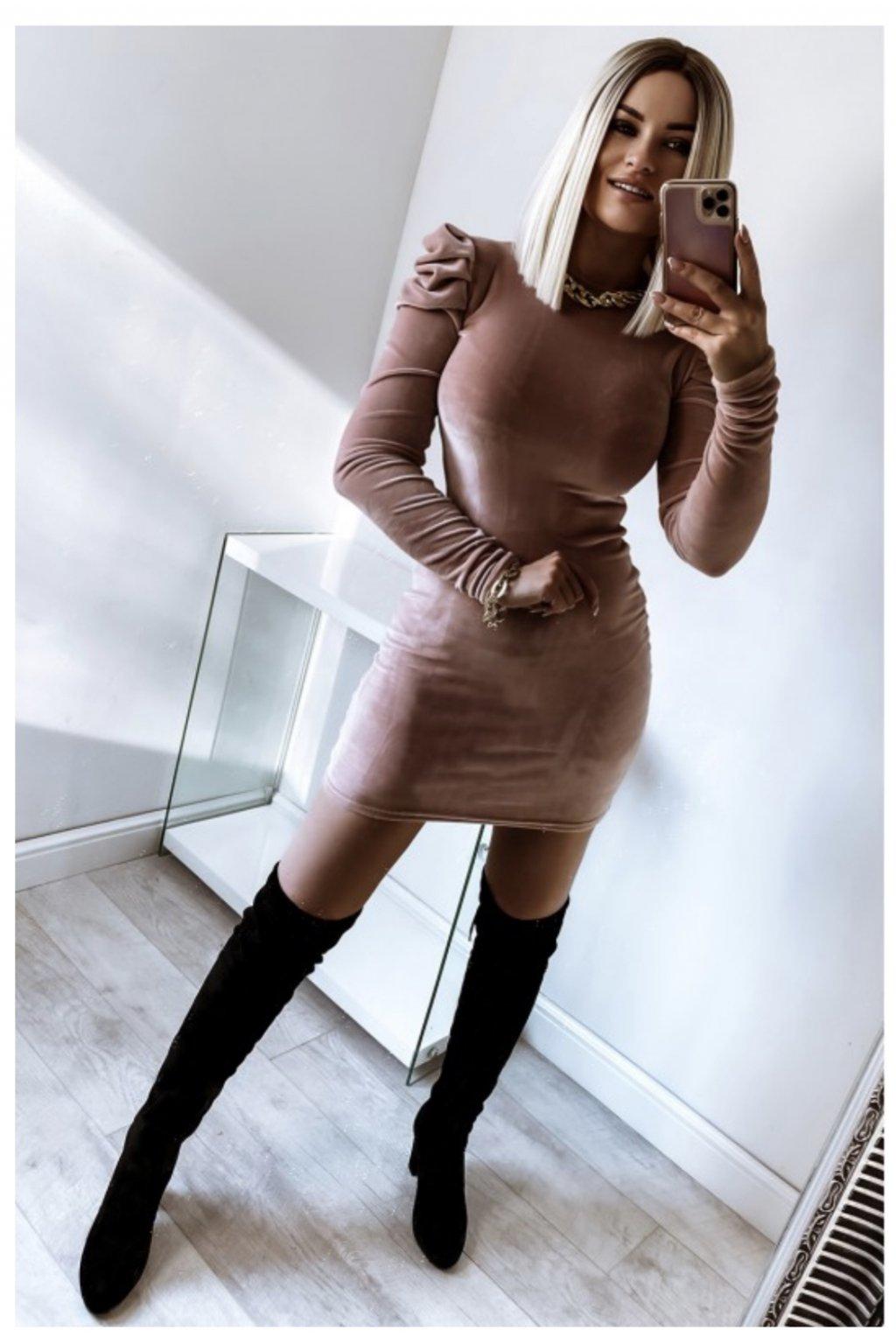 Zamatové priliehavé  šaty - Rosé