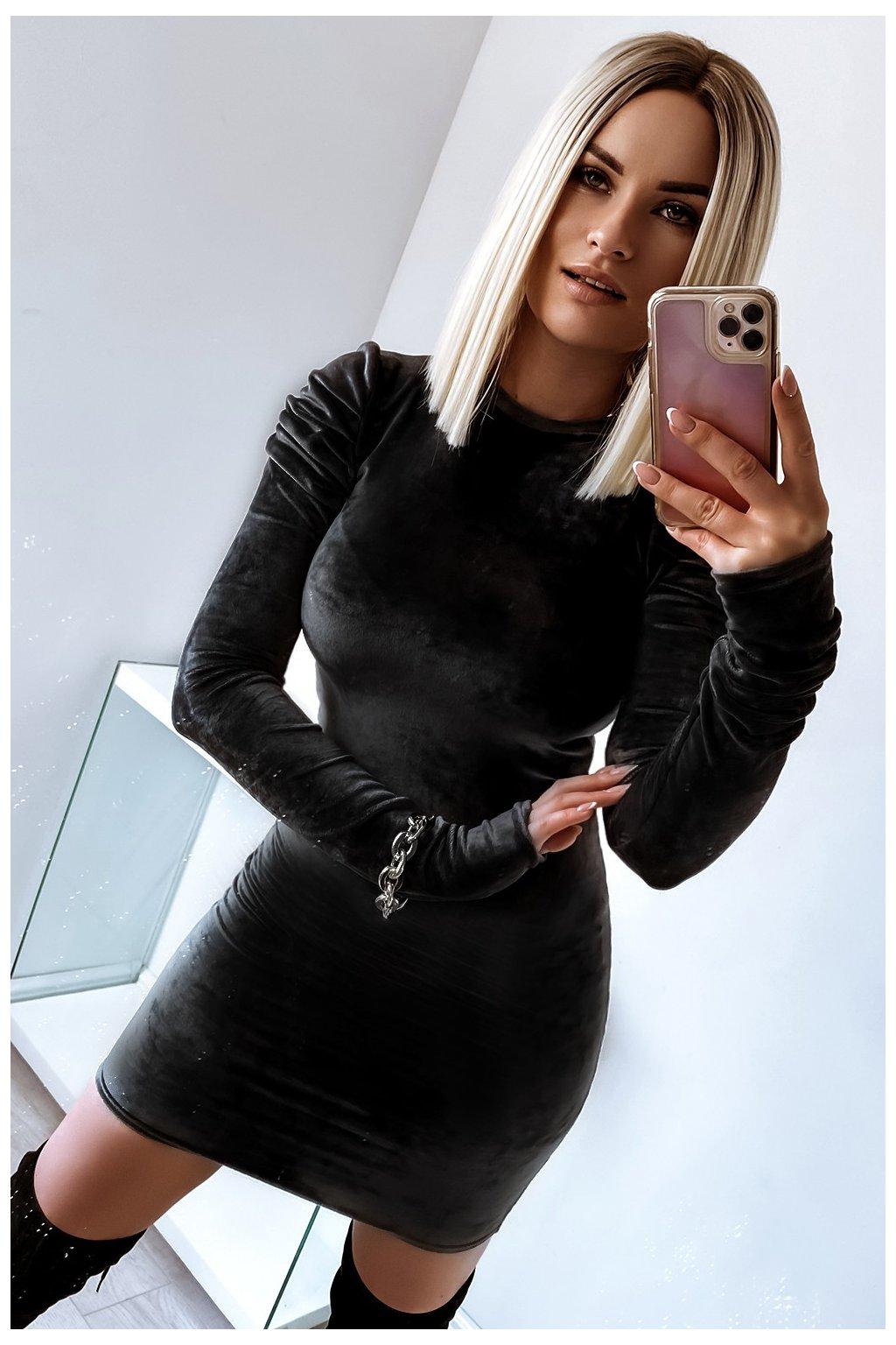 Zamatové priliehavé  šaty - Black