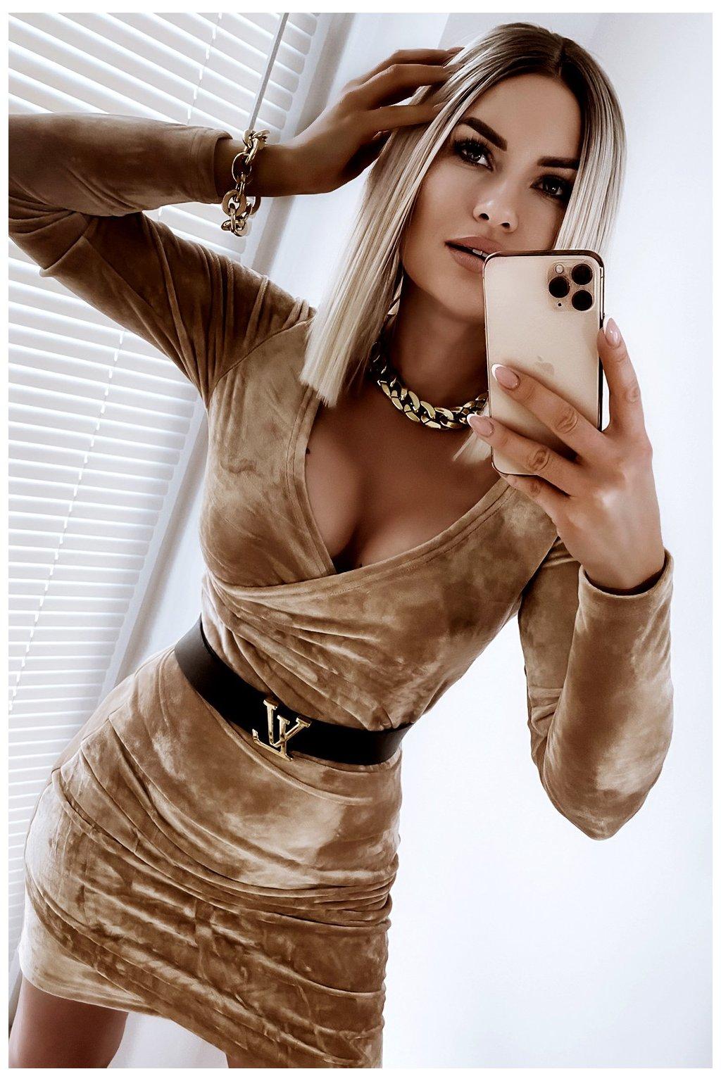 Zamatové prekladané šaty - Gold