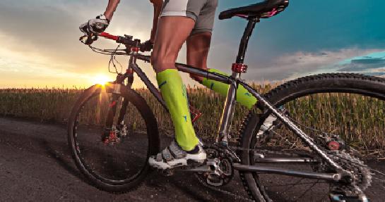 Barevné ponožky – jak je kombinovat a nosit