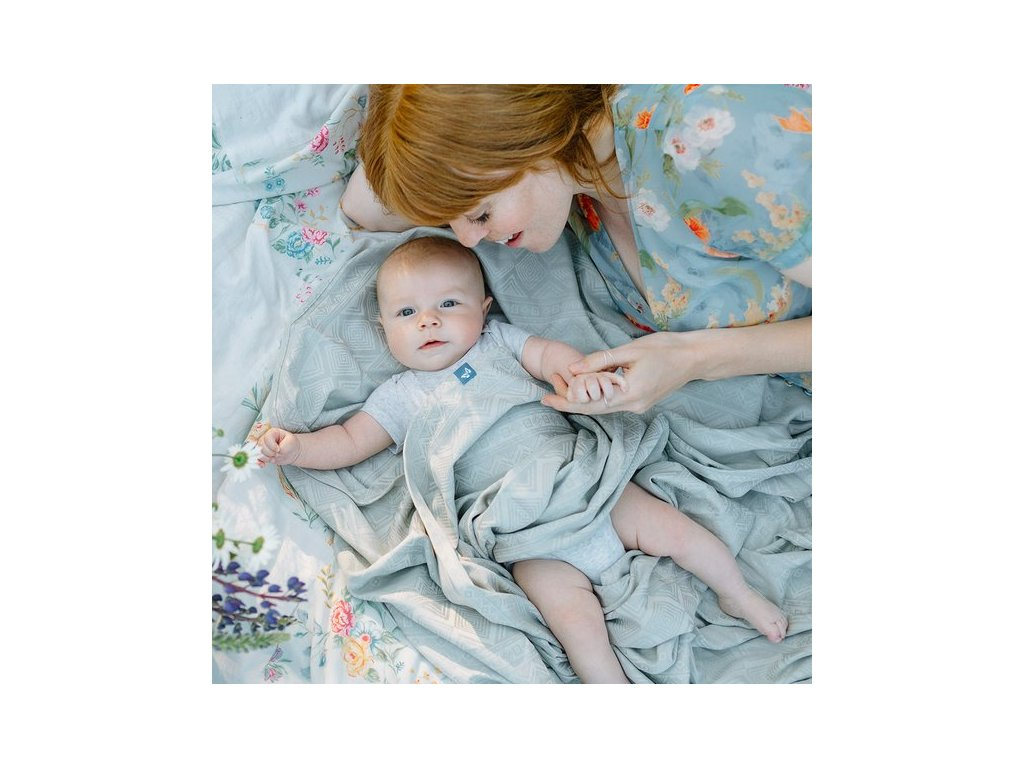 Šátek na nošení dětí Fidella - Cubic Lines Pale Grey