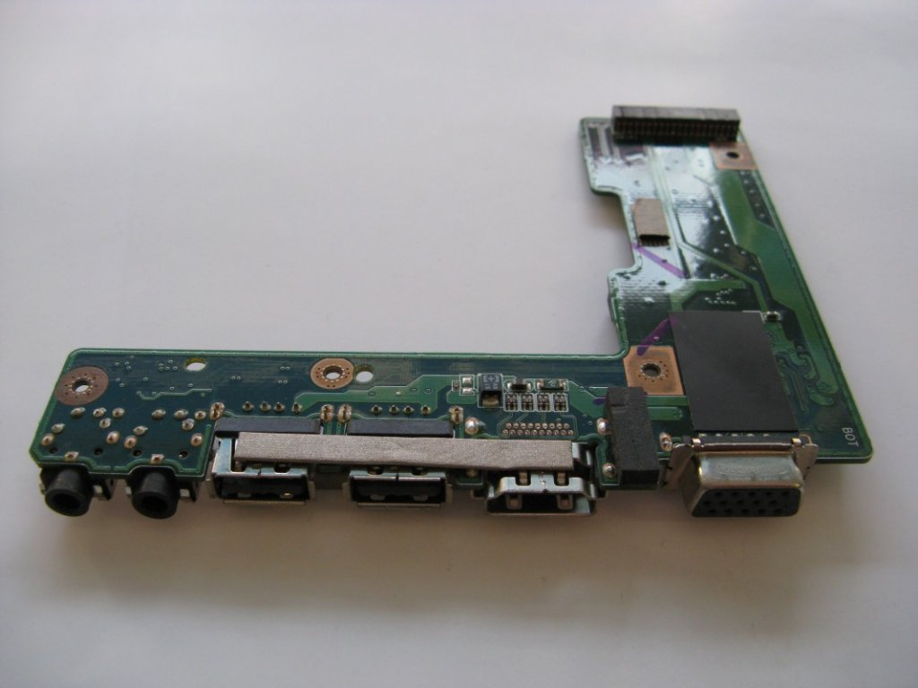 USB, HDMI, VGA a audio konektory Asus X52J